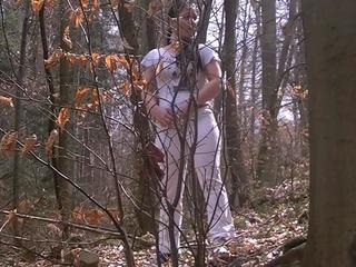 Pissen im Wald!